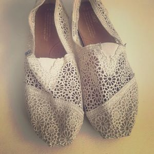 TOMS Lace Leaves classic slip-on
